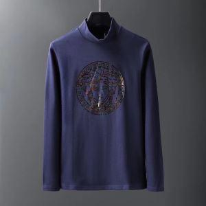 更にトレンドが急上昇中 2019秋冬トレンド押さえておきたい ヴェルサーチ VERSACE 長袖Tシャツ 3色可選 iwgoods.com 1zieWD-3