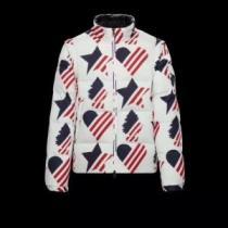 MONCLER モンクレール 暖かく冬らしいコーデに変身 ダウンジャケット メンズ 2019-20秋冬取り入れやすい 軽くて暖かい iwgoods.com 0PfC0r-1