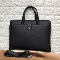 ビジネスバッグ Louis Vuitton 洗練された大人らしさたっぷり ルイ ヴィトン メンズ バッグ コピー ブラック デイリー 品質保証 iwgoods.com T9T9fu-1